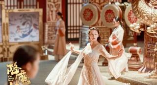 《降魔传》领跑国片票房 郑恺爆笑降妖造型百变