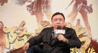 """王晶斥恶意黑评是""""网络黑社会"""":我绝不妥协"""
