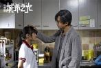 """11月25日,第54届金马奖颁奖礼在台湾举行,14岁的文淇凭借《血观音》中的惊艳表现,成功斩获金马奖最佳女配角奖,也成为该奖项获奖者中年纪最小的一位,被无数网友点赞称""""前途无量""""。今年,文淇的另外两部作品也备受关注,其中一部是正在上映中的《嘉年华》,另一部则是和邓超、阮经天、刘诗诗等一起出演的犯罪片《心理罪之城市之光》。"""