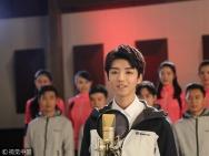 百名学子唱《金沙娱乐梦》青春洋溢 王俊凯小虎牙吸睛