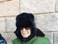 斯坦·李裹军大衣爬长城 粉丝对比漫威家族长城照