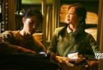 """冯小刚携新作《芳华》重回贺岁档,并将于12月15日全国上映。今日,影片发布了""""文工团的花儿""""特辑。七位新人青春阳光不仅引发网友赞誉,还让冯小刚直言:""""拍完这部电影,觉得自己也年轻了。"""""""