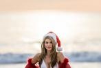 瑞秋·麦考德红色皮草拼接透视雪纺衫,白色比基尼吸睛火辣。