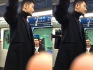 黄晓明坐北京地铁出行 一脸无辜仿佛被人