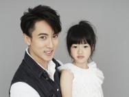吴尊和女儿最新写真 Neinei白裙甜美可爱公主范足