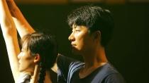 """《芳华》曝""""送战友""""片段 票房破文艺片纪录"""