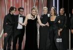 美国东部时间1月7日晚8点,第七十五届金球奖的颁奖典礼如约而至。在一片黑色着装所代表的抗议、不满与愤懑的情绪之下,金球奖给出了自己的获奖名单。最终《三块广告牌》和《伯德小姐》拿到了剧情类和音乐喜剧类的最佳影片,詹姆斯·弗兰科、西尔莎·罗南拿到了音乐喜剧类的影帝和影后。剧情片方面,加里·奥德曼和弗兰西斯·麦克多蒙德拿到了影帝和影后。《水形物语》仅仅得到了最佳导演奖,相比较于影片在提名上的所向披靡,这个结果为该片的冲奥之路蒙上了一层阴影。