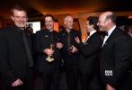 由英国著名导演马丁·麦克唐纳(Martin McDonagh)执导的黑色悬疑电影《三块广告牌》日前正式宣布定档2018年3月2日登陆中国内地,将在全国艺术电影放映联盟旗下影院公映。这部影片讲述了一段有违传统套路、直击内心的故事,影片在刚刚落幕的第75届金球奖上独得4奖成为最大赢家,也入围了诸多权威媒体评选的年度最佳影片榜单。