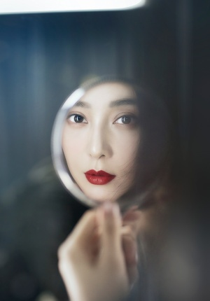 范冰冰登法国杂志新刊封面 红唇夺目尽显东方神韵