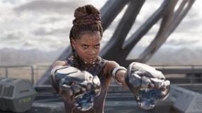 《黑豹》预告片 女子皇家护卫队黑科技傍身