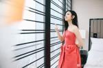 陈妍希红色礼裙美胸若隐若现 性感妩媚露迷人微笑