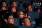 """由章子怡、黄晓明、王力宏、张震、陈楚生主演,李芳芳编剧、沙龙网上娱乐的沙龙网上娱乐《无问西东》正在全国热映中。截止影片公映第八天晚上22:00,《无问西东》以10.7%的排片贡献大盘19.1%的票房,在周五工作日再收获3250万票房,总票房突破3.18亿,实现上座率八天连冠,周六预售票房第一。同时片方再曝主演王力宏、张震两支""""Forever Young""""人物角色小传。衔接此前发布的章子怡、黄晓明两版,每支人物小传的结尾都会引出下一人物角色,身处四个不同时代的角色命运也紧密相连着。"""