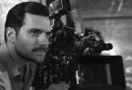 汤姆·克鲁斯的新片《碟中谍6》曝全新幕后照,亨利·卡维尔与丽贝卡·弗格森现身片场。两张幕后照均为黑白,为画面的氛围增添了一丝别样的艺术感。