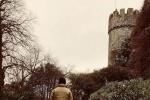 小公主长大了!吴彦祖与女儿城堡漫步背影温馨