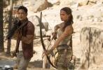 """根据同名经典游戏改编的动作冒险巨制《古墓丽影:源起之战》(Tomb Raider)将于3月16日在内地公映,片方今日曝光""""成为劳拉""""幕后特辑,全面揭秘炫酷女英雄之一劳拉·克劳馥(Lara Croft)是如何炼成的。新版劳拉既是魅力四射的美女,更是强悍自信的动作英雄和带观众探索神秘世界的冒险家。新生代女神""""坎妹""""艾丽西亚·维坎德(Alicia Vikander)不仅亲身上阵完成大量精彩动作戏,更练出连搭档男星都自叹不如的健美身材,令人对新版劳拉无比期待,就连另一主演吴彦祖都忍不住点赞。"""