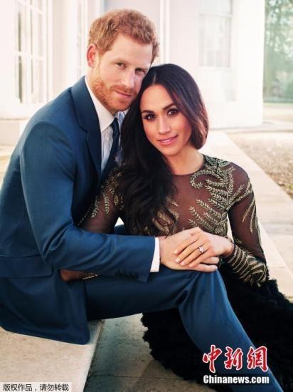 2017年12月22日消息,肯辛顿宫公布哈里王子与未婚妻梅根的在浮若阁摩尔宫拍摄的官方订婚照。英国哈里王子和未婚妻梅根的婚礼定于明年5月19日在温莎城堡(Windsor Castle)的圣乔治教堂举行婚礼举行。33岁的哈里是英国王储查尔斯和戴安娜王妃的次子,是英国王位的第五顺位继承人。
