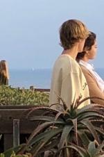 吃狗粮!比伯和赛琳娜海边度假 疑二人共度情人节