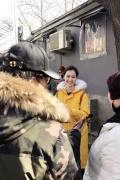 北电艺考黄衣女孩受媒体热捧要出道 引微博热议