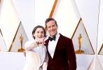 北京时间3月5日,第90届奥斯卡金像奖颁奖典礼在好莱坞杜比剧院举行,红毯上星光熠熠,巨星云集。图为:《请以你的名字呼唤我》的蒂莫西·柴勒梅德与艾米·汉莫。