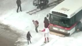 《沙赞》片场视频 超级英雄暴雪中拯救公交