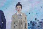 """好莱坞科幻动作电影《环太平洋:雷霆再起》即将于3月23日登陆内地院线。3月12日,导演斯蒂文·S·迪奈特携男主角斯科特·伊斯特伍德飞抵北京与参演本片的中国演员景甜、黄恺杰、蓝盈莹、吉丽、于小伟、陈梓童""""汇合"""",一同出席《环太平洋:雷霆再起》中国首映礼。"""