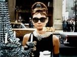 让纪梵希惊艳世界的正是这部影片 也让赫本的小黑裙成经典