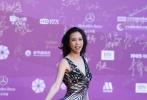 4月15日,第八届北京国际沙龙网上娱乐节在雁栖湖国际会展中心举行。红毯众星云集,星光熠熠。