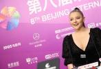 """4月15日,第八届北京国际电影节正式开幕,当晚的红毯迎来了众多重量级影人,包括凭借""""超杀女""""一角被人熟知的好莱坞新星科洛·莫瑞兹。"""