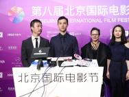 尹昉帅气亮相北影节开幕式 解读《路过未来》角色