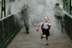 """《赤足》入围""""天坛奖"""" 一个孩子如何面对战争?"""
