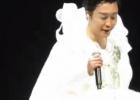 李玉刚演唱会舞台事故 短暂恐高闭眼半蹲完成演出