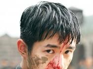 21岁的硬汉?刘昊然发新剧照 雨中火拼血流满面