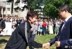 网友偶遇王俊凯,北理工参加交流活动,穿校服的凯学长。