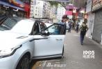 据香港媒体报道,出月子的熊黛林被拍外出,却双手缠满绷带。