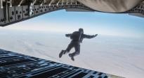 《碟中谍6:全面瓦解》沙龙网上娱乐前瞻 阿汤哥挑战高空跳伞