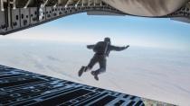 《碟中谍6:全面瓦解》预告前瞻 阿汤哥挑战高空跳伞