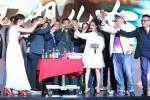 《江湖儿女》发布会大盆喝酒 贾樟柯算豁出去了!