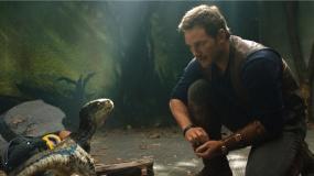 IMAX发布《侏罗纪世界2》主创特辑
