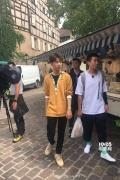 """外媒报赵薇王俊凯逛菜场 首迎飞行嘉宾""""皇阿玛"""""""