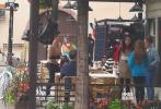 """当地时间6月13日,在法国科尔马如火如荼录制的《中餐厅2》再迎新员工""""入职"""",路透照中出现了杨子珊、包贝尔的身影。王俊凯用小费请客?"""