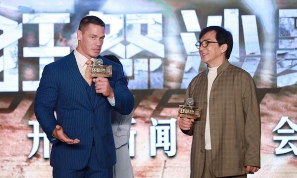 成龙《狂怒沙暴》开机 联手世界摔角冠军征服沙漠