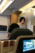 网友机场偶遇王菲疑似赴港录节目 大长腿走路带风