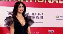 意大利演员玛利亚现身金爵颁奖典礼 举手投足尽显巨星魅力