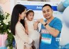 董璇亲子餐厅开业抱女儿亮相 杨幂爸爸等到场助阵