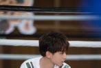 """在最新一期《高能少年团2》中,王俊凯大秀厨艺,变身""""月半凯""""忽胖忽瘦体型依然挡不住少年俊逸的脸庞,并在菜场开口苏与泰国阿姨用英文流利沟通无障碍,魅力难挡。"""