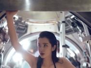 李冰冰×杰森·斯坦森登《时尚芭莎》 曝深海下大片