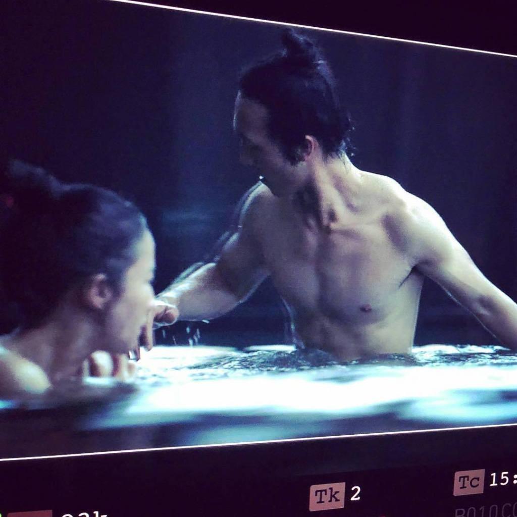 迪士尼《花木兰》曝光片场照 刘亦菲与男主共浴
