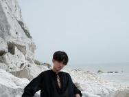 王俊凯全新封面大片解锁英伦风 大尺度微露胸襟