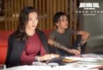 """2018年第34周(8月20日至8月26日),内地影市终于又迎来一部具备一定量级的好莱坞新片。虽然缺席了《复仇者联盟3》,不过这并未影响""""蚁人""""的吸引力。首周开画3天,《蚁人2:黄蜂女现身》顺利吸金4.6亿登顶周榜。而此前便展现出十足后劲的《巨齿鲨》本周战绩果然不俗:在连续多天稳坐日冠之后,这只""""深海巨兽""""目前票房已经无限逼近10亿。进入收官阶段的《西虹市首富》,累计成绩终于在本周突破25亿关口,排在影史第7位,创造了开心麻花喜剧的最好成绩。"""