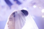 张馨予首晒与何捷婚礼现场照 感动落泪
